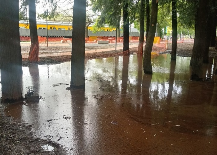Plaza saludablemente inundable